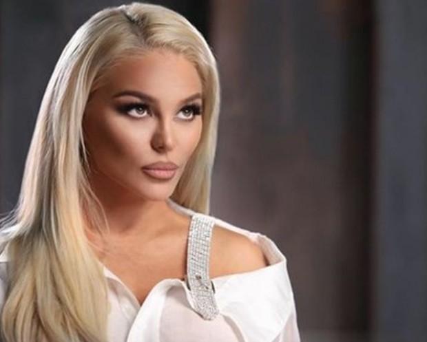 Певицата Деси Слава няма да успее да пристигне в САЩ