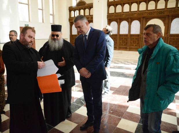 Кметът Иван Портних се срещна с църковното настоятелство на новостроящия