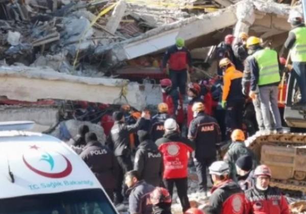 45 души са извадени живи изпод развалините следземетресението с магнитуд