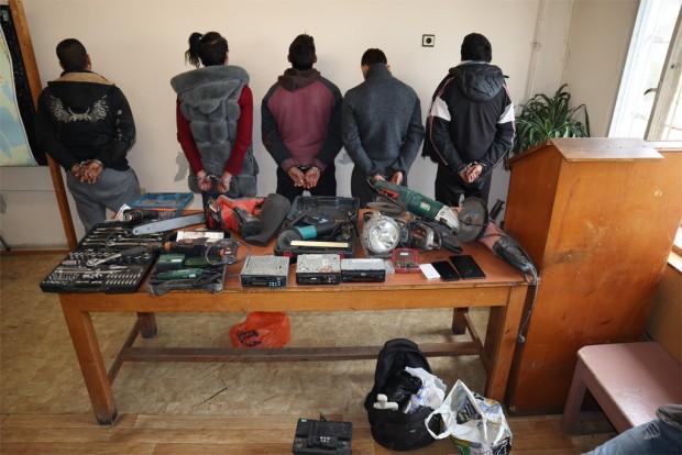 Снимки и видео на арестуваните при полицейска операция за пресичане
