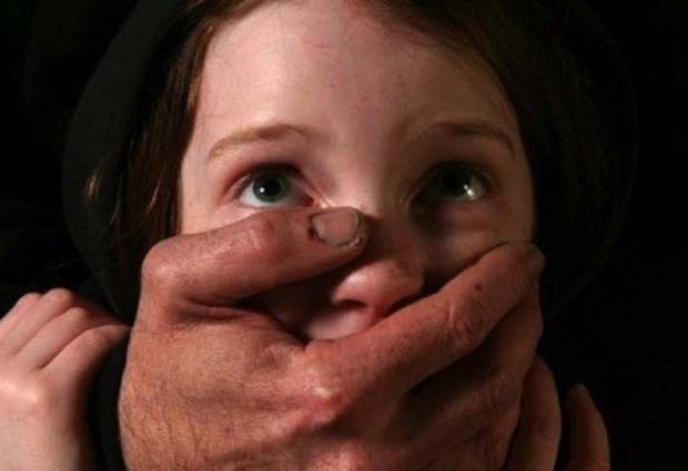 Адвокат от Търговище е задържан за блудство с три малолетни