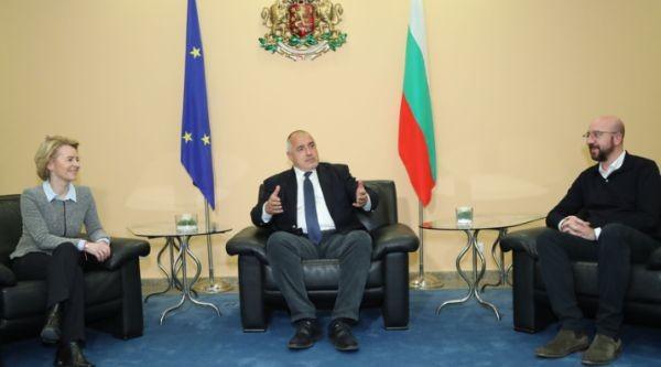 ФейсбукМинистър-председателят Бойко Борисов проведе телефонни разговори с председателя на ЕК