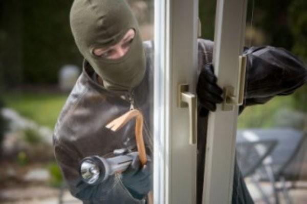 Разкрит е извършителят на кражба на значителна сума пари от
