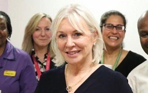 Британският министър на здравеопазването Надин Дорис е дала положителна проба