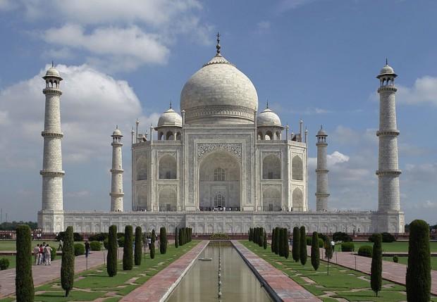 Емблематичният комплекс Тадж Махал в Индия бе затворен, за да