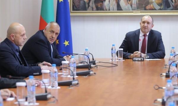Bulgaria ON AIRВ страната се вихри спекула с най-необходимото: лични