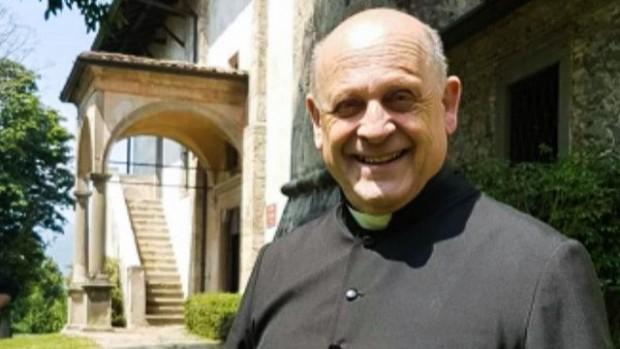 72-годишният отец Джузепе Берардели дал собствения сиреспиратор на болен, когото