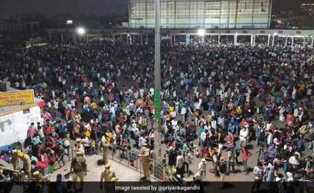 Близо 20 хил. индийци, работещи в Делхи, се струпаха на