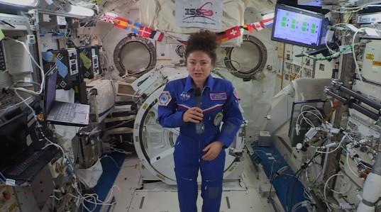 На 400 километра над Земята американският астронавт Джесика Мейр даде