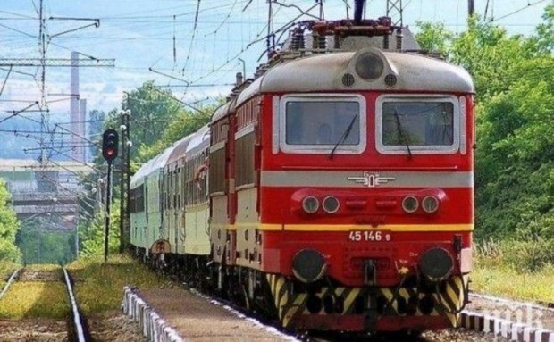 Влаковете ще подминават старата гара във Варна, научи Varna24.bg. Решението