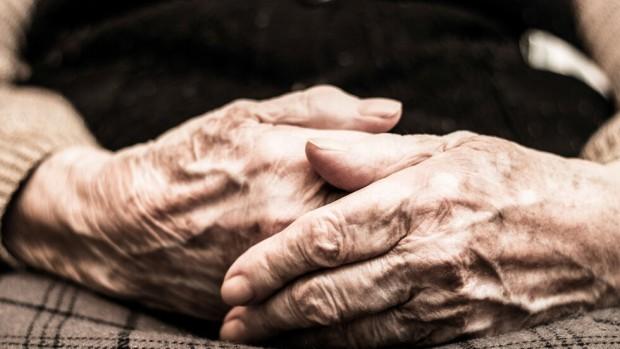 iStockПенсиите на 258 хил. работещи пенсионери ще бъдат служебно преизчислени