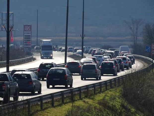БГНЕССобствениците или ползвателите на камиони и автобуси, които се движат