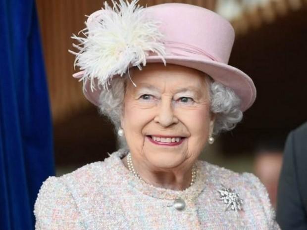 Кралица ЕлизабетII благодари на хората, лекуващи болни от COVID-19 и