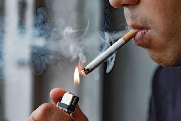 ShutterstockДългогодишните пушачи обикновено имат хронични белодробни заболявания и точно поради
