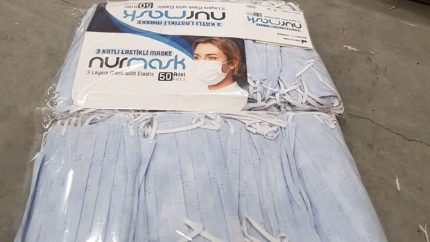 АгенцияМитнически служители са открили 37 500 контрабандни защитни маски за