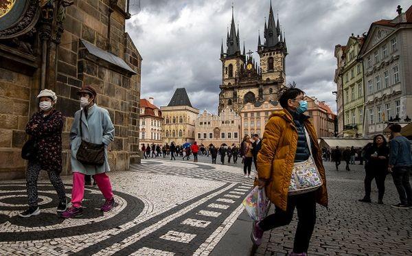 Чехия овладя епидемията и бавно започва да възстановява икономиката си