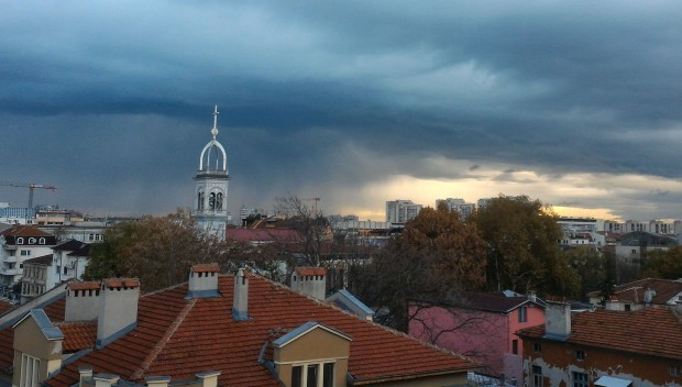 Днес времето ще бъде облачно и дъждовно, ще е и