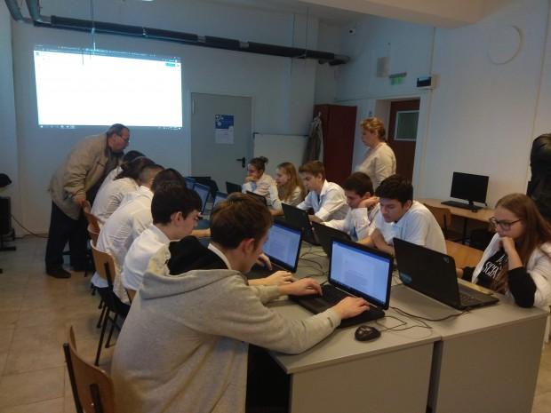 """Първата в България паралелка ,,Компютърна анимация"""" с интензивно изучаване на"""