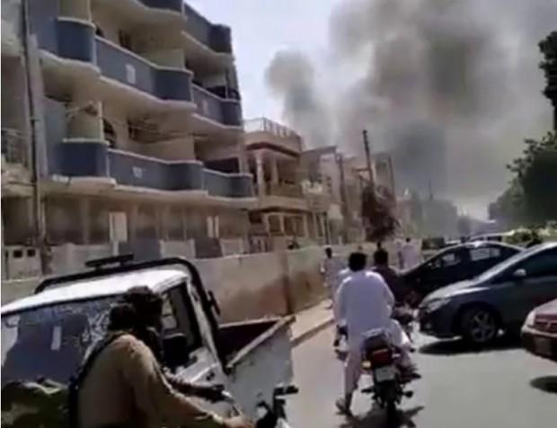 Самолет на Pakistan Airways се е разбилвКарачи, съобщаваGeoTV Channel.