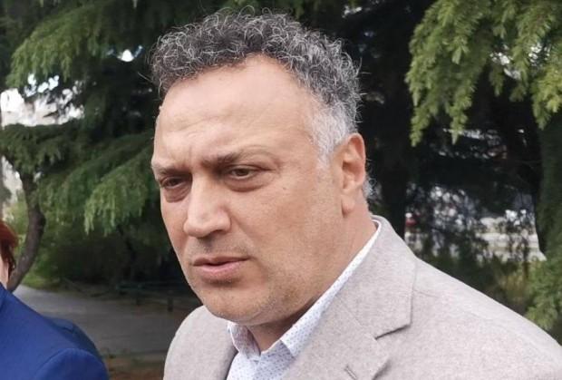 Стоян Пасев, предаде репортер на Varna24.bg.Варненското езеро е изключителнодържавна собственост.