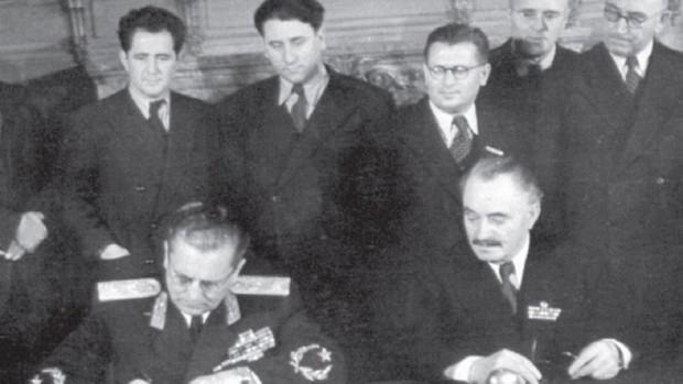 > Йосип Броз Тито и Георги ДимитровНие с българите говорим