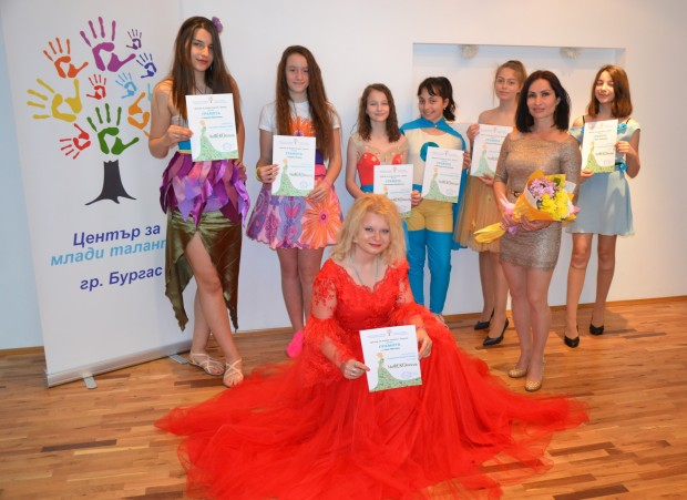 Таня Митева е възпитаничка на Център за млади таланти, гр.