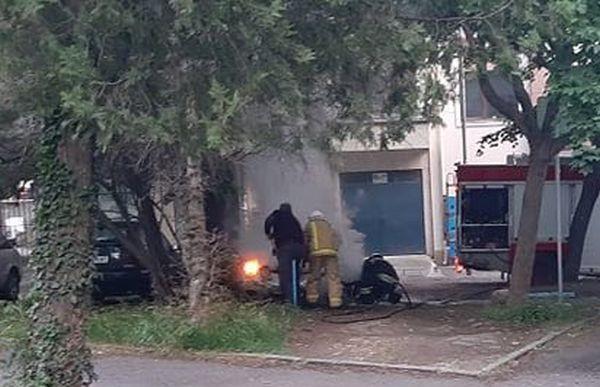 Varna24.bg Лек автомобил избухна в пламъци в центъра на Бургас.