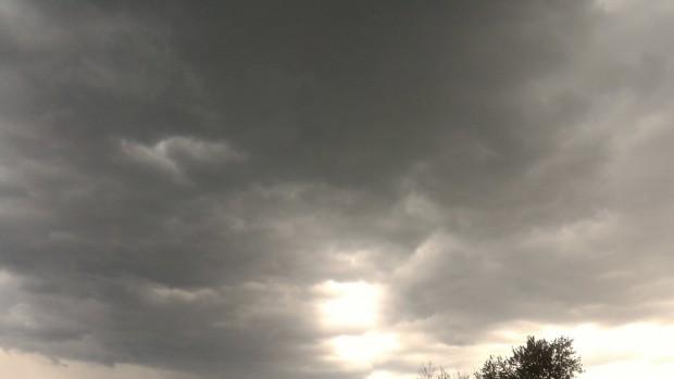 Над планините ще се развива купесто-дъждовна облачност и ще има