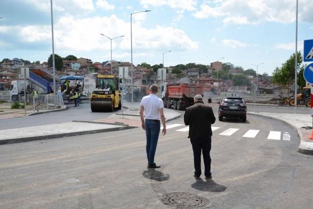 Фейсбук Приключват строителните дейности на новото кръстовище на бул.