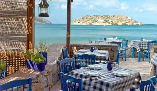 От 1 юни Гърция намалява ДДС за кафенета, ресторанти и