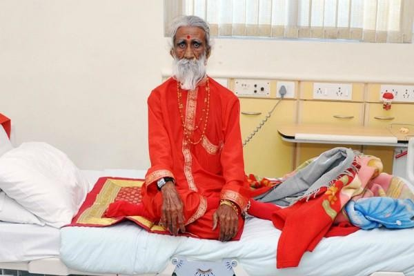 Индийски йога, който твърдеше, че не е ял и пил