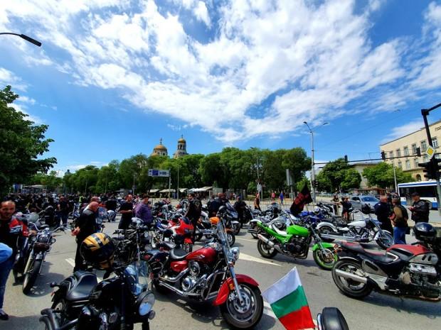 шествие във Варна, с което се открива мотосезонът, се налага