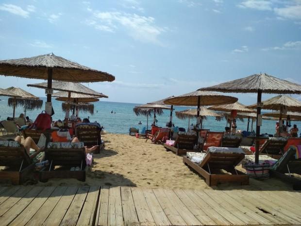 Plovdiv24.bgНа всеки плажуващ в Гърция се полагат противоепидемичните 25 квадратни