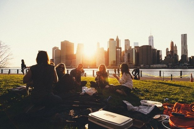 Британски математици препоръчаха, когато са на пикник, хората да сядат