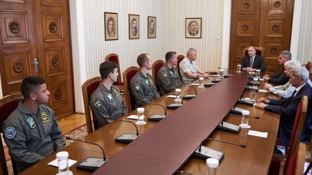 Президентът и върховен главнокомандващ на Въоръжените силиРумен Радевсе срещна днес