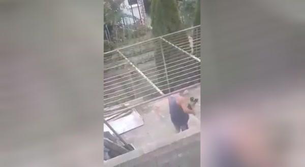 Скандално видео, от което се вижда мъж, който налага с