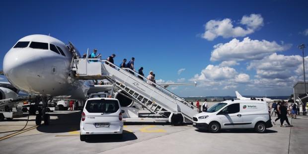 В събота на Летище Варна над 350 чартърни туристи пристигнаха