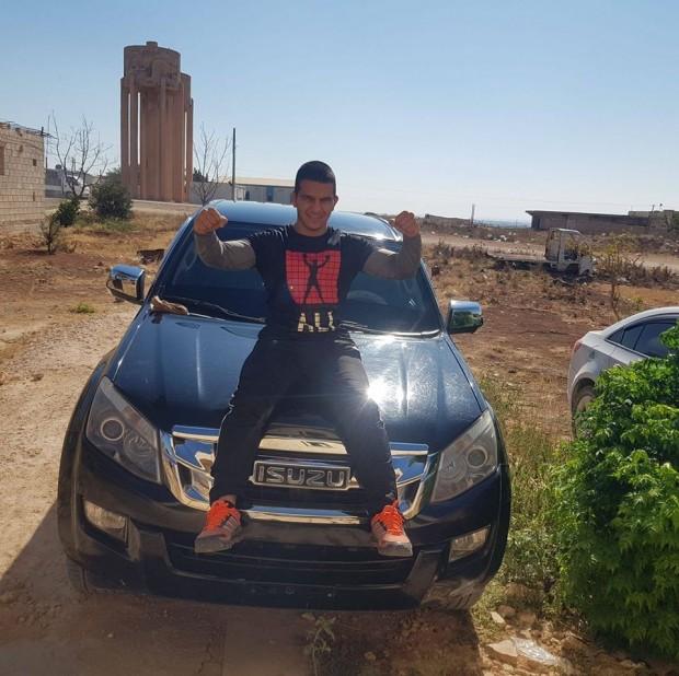 Фейсбук20-годишният борец Мохамед Абдулкадер е задържаният и обвинен в тероризъм