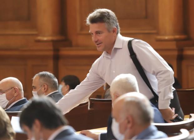 БГНЕССлужители на столичната Регионална здравна инспекция (РЗИ) влязоха в парламента,