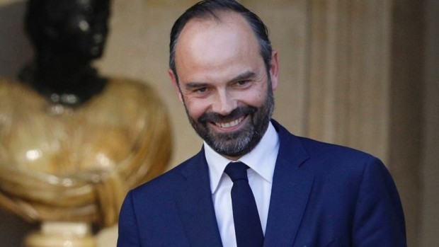 Премиерът на Франция Едуар Филип подаде оставка от поста си