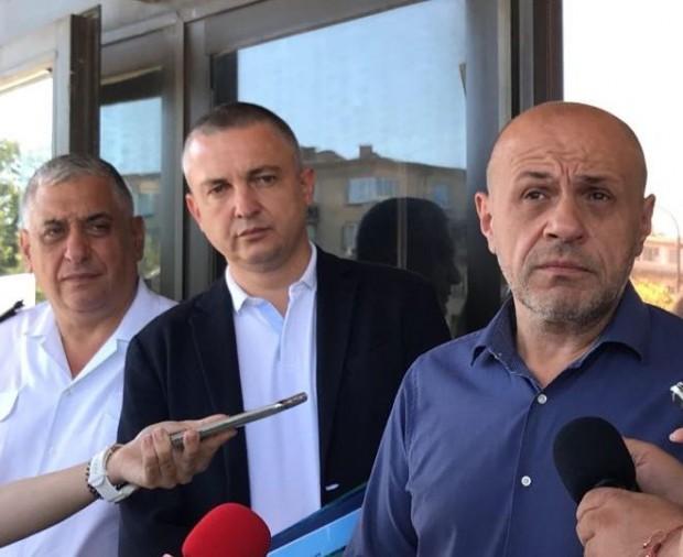 Томислав Дончев, предаде репортер на Varna24.bg.