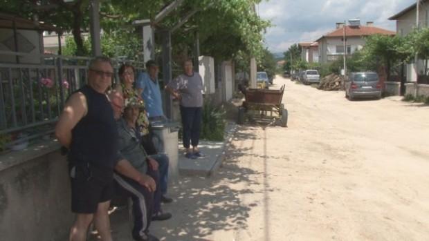 След дългогодишно чакане и празни обещания жители на град Стрелча