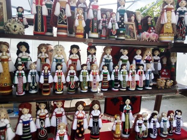 Варненска майсторка разнася красотата на българската народна носия по целия