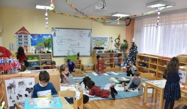 Заплатата на учител в детска градина може да достигне до