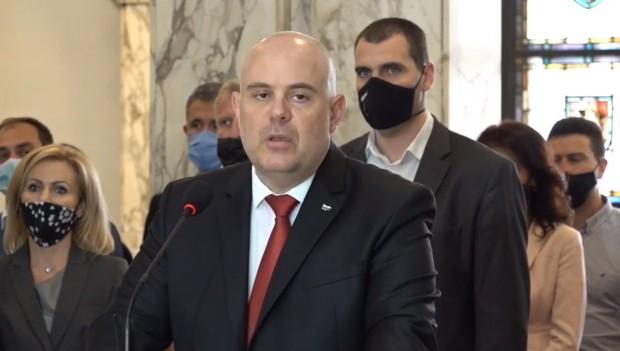Главният прокурор Иван Гешев даде изявление преди минути, вбесен от