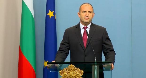 Президентът Румен Радев днес поиска незабавно оставкитена правителството на Бойко
