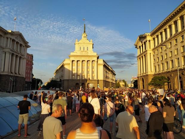 Varna24.bg Движението в центъра на София бе блокирано. Плътен полицейски