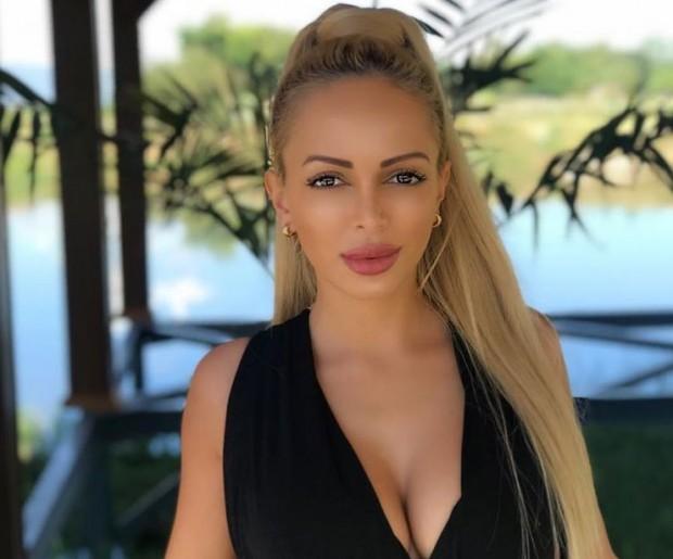 Фейсбук Мис Плеймейт 2018 Жанета Осиповае била пребита от известната