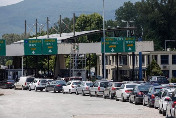 AP/Giannis PapanikosОтполунощ влизането в Гърция ще става само с отрицателен