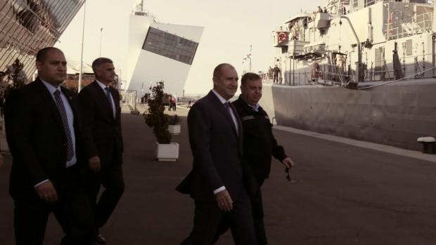 Plovdiv24.bgПрезидентът Румен Радев пристигна на Морска гара в Бургас. Той